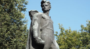 Памятник В. Т. Куриленко