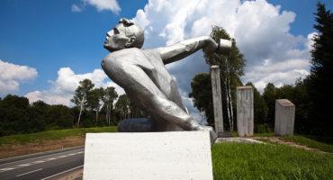 Мемориал ополченцам-бауманцам на 242-м км