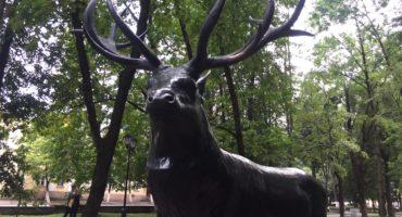Скульптура оленя