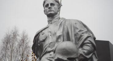 Вечный огонь, памятник Советскому солдату и Братские могилы