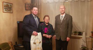 Витебские студенты-участники проекта «Жемчужное ожерелье» вручили подарки ветеранам, проживающим в Витебске