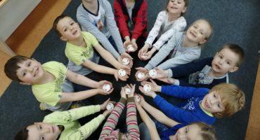 Участники команды проекта «Жемчужное ожерелье Святой Руси» проводят «Уроки Победы» для смоленских дошкольников